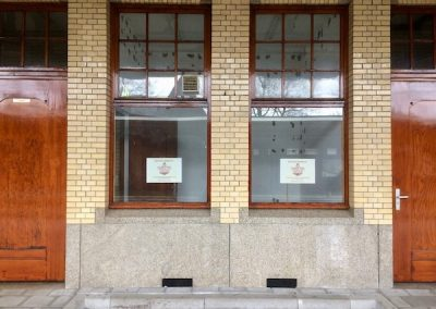 Aankondiging op de ramen